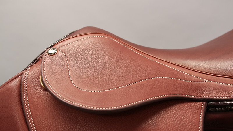 THE UNIQUE BEAUTY OF 100% NATURAL LEATHER